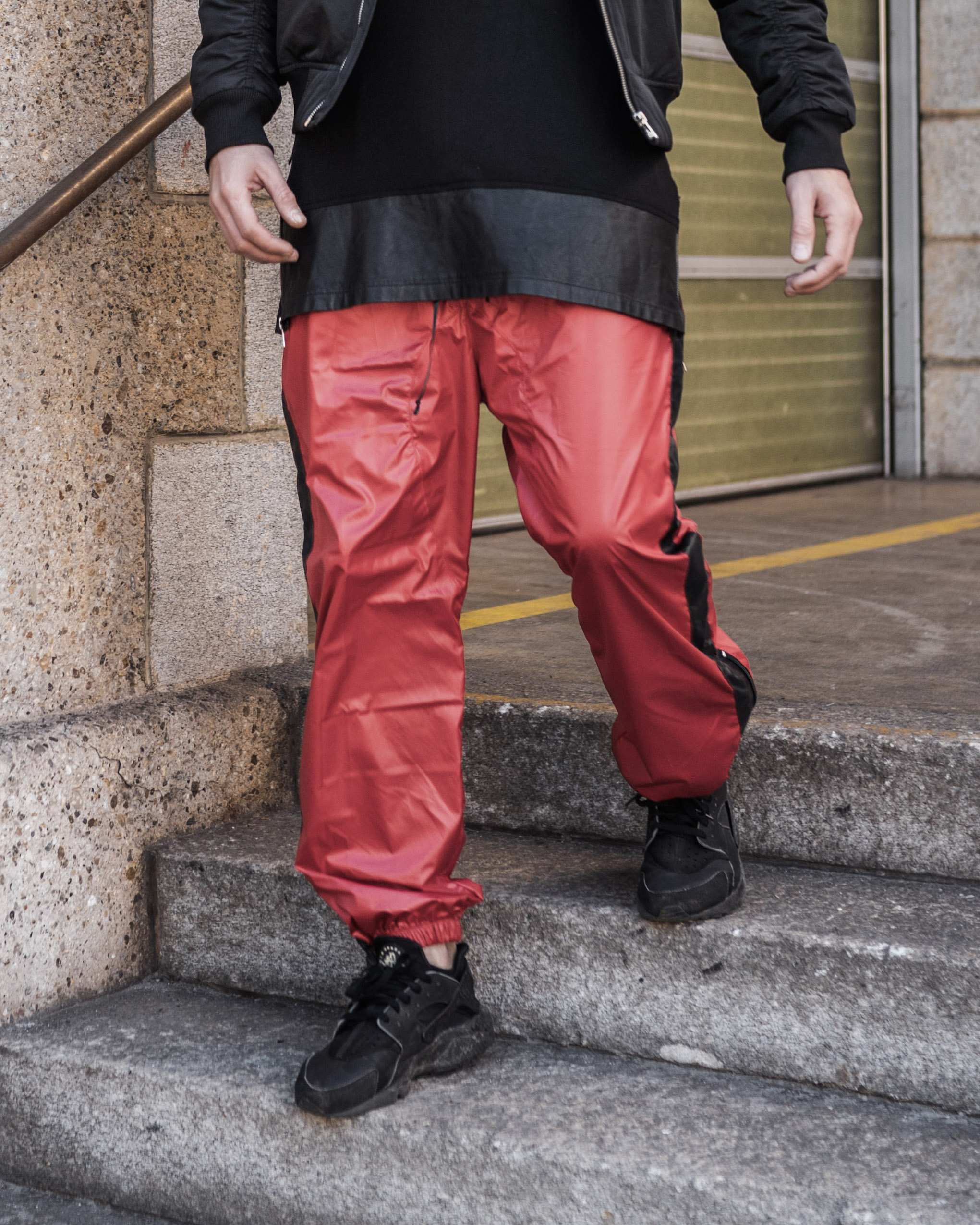 essential, trainerhosen, hosen, pants, soft pants, fashion, zürich, nightlife, marco diener, supermarket, hive, spacemonki, coachella, burning man, rockboyz, finance, club, clubbing, festival, terrazzza, barcelona, ibiza, mykonos, ferrari, alt fashion, high fashion, fashionova, neue mode, cristiano ronaldo, black, schwarz, weiss, grün, green, white, grey, grau, cotton, viscose,